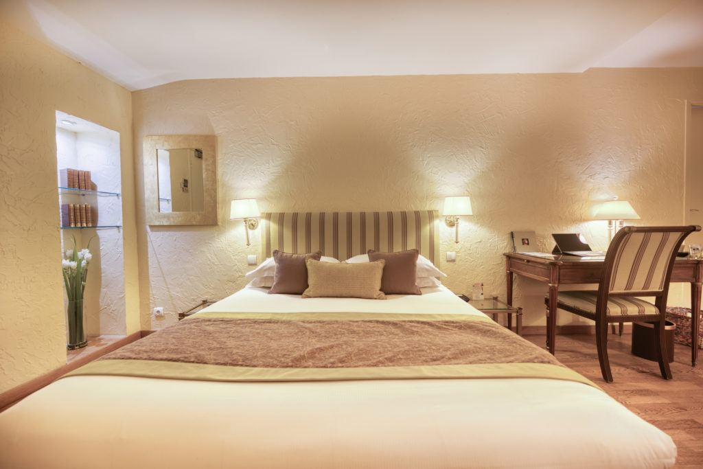 Luxury room balneo bath Hotel Place de la Comedie